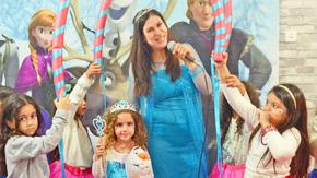 אלזה ואנה בממלכת הקרח